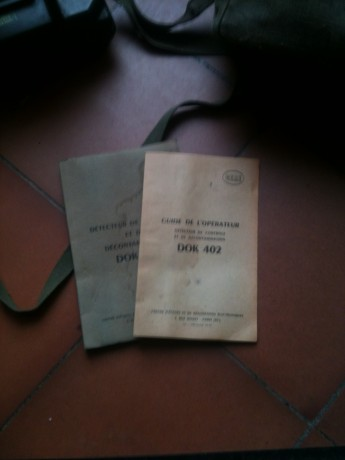 detecteur-radioactivite-militaire-dok-402-dans-sa-housse-avec-ses-documents-big-2