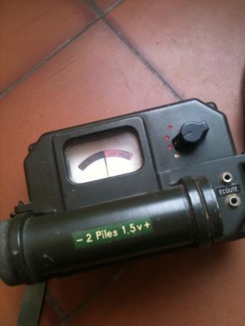 detecteur-radioactivite-militaire-dok-402-dans-sa-housse-avec-ses-documents-big-1