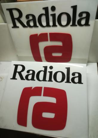 enseigne-radiola-plexiglass-en-relief-79x96cm-vintage-70s-neuf-big-3